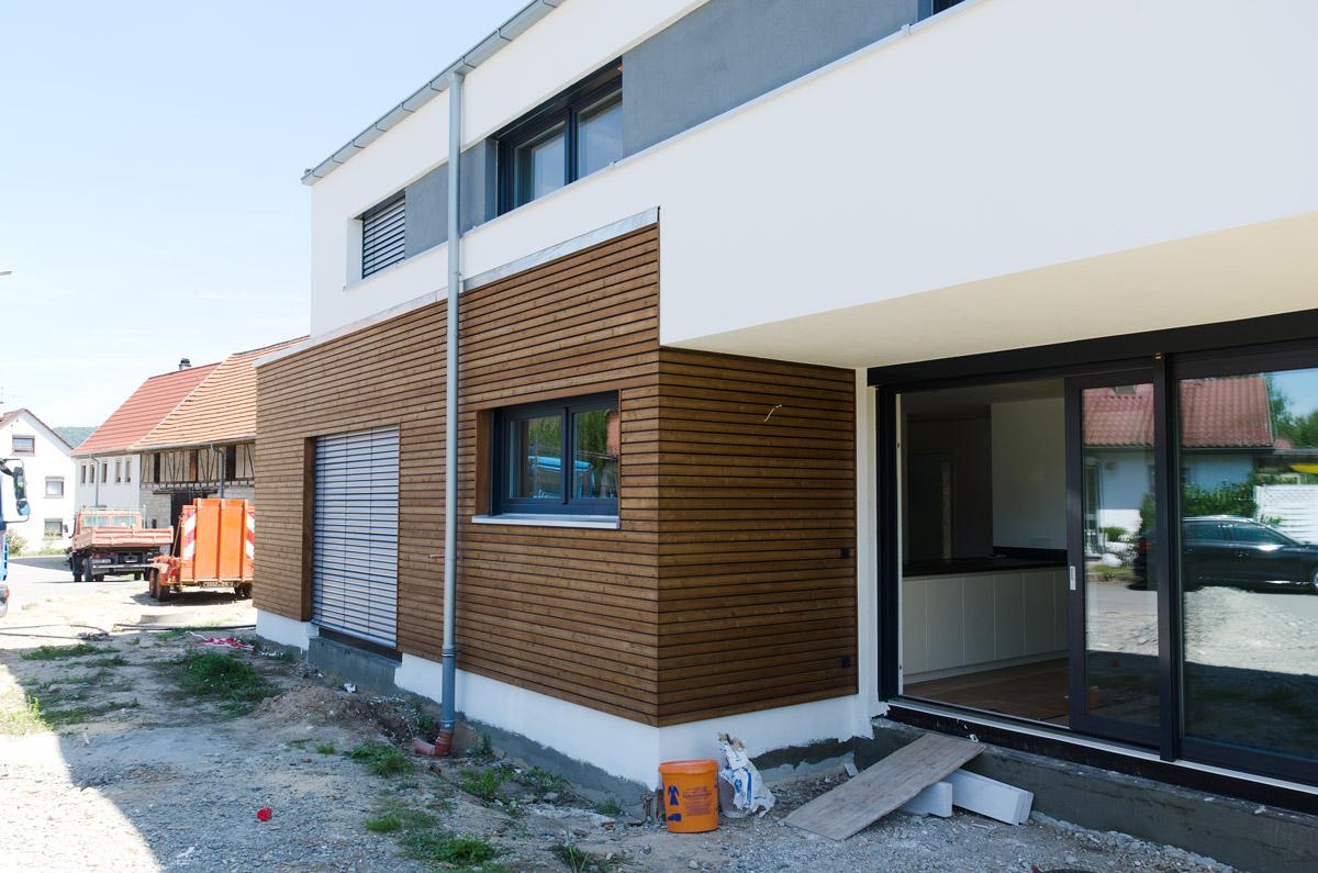 Traumhaus mit Holzfassade und Sandwichdach – Binder-Bedachungen